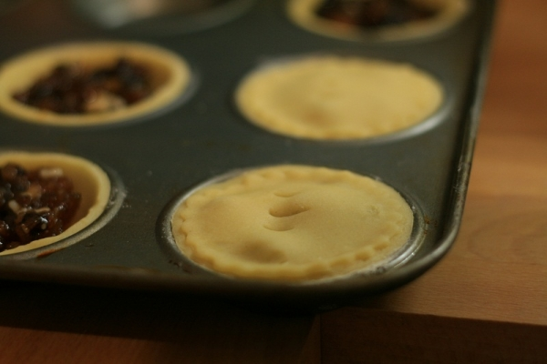 French Mince Pies vs. English Mince Pies, baby!