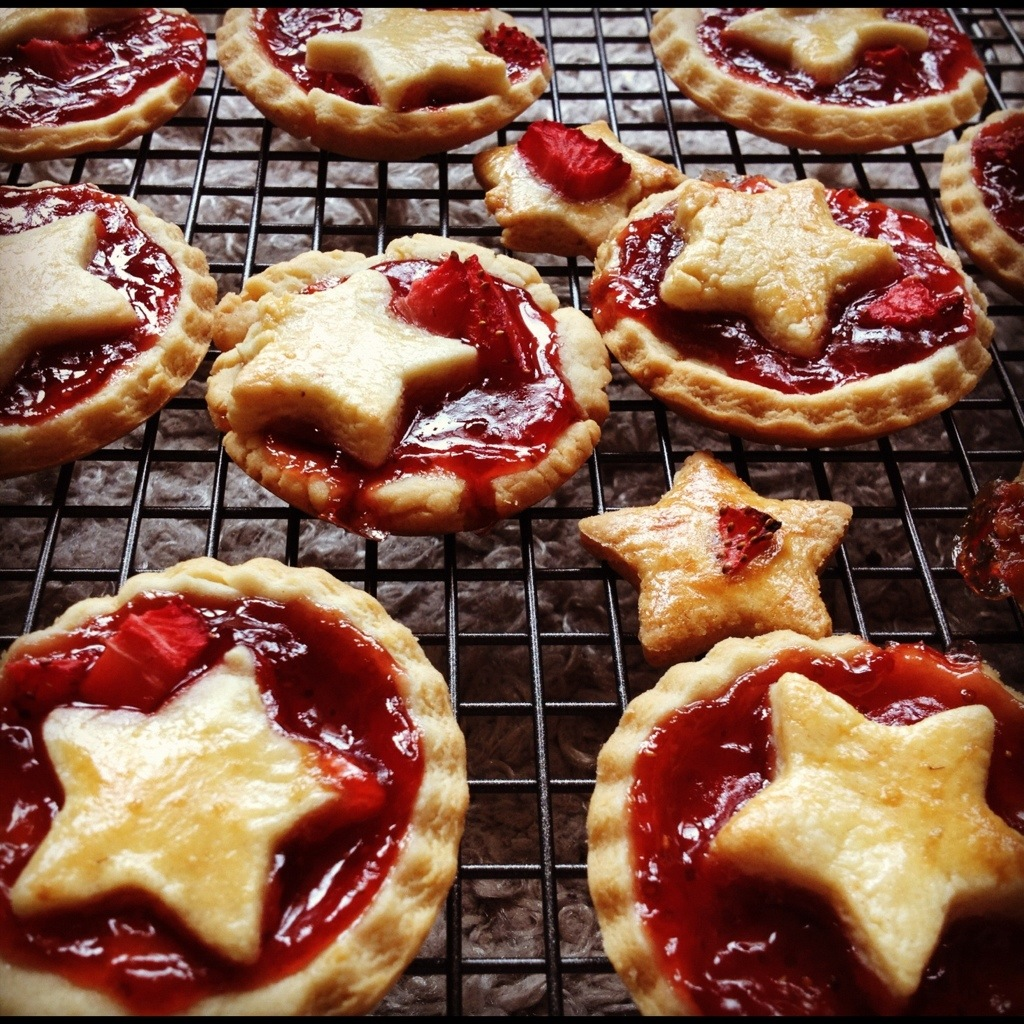 Jam tarts by a 3 year-old